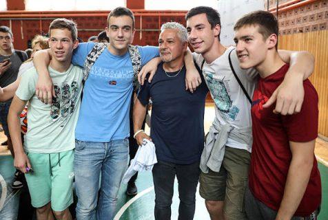 Легендарни Роберто Бађо у посети Спортској гимназији